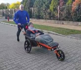 Pruszcz Gdański: W niedzielę Bieg Wokół Komina dla Bartka, który chciałby ponownie wspólnie z