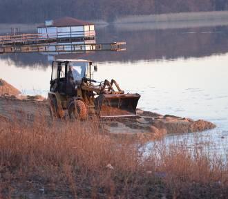 Jezioro Sławskie - ruszyła budowa nowej plaży. ZOBACZ ZDJĘCIA