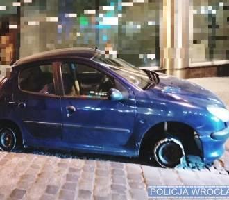 Wrocław. Wjechał na Rynek autem bez opon! Czego to ludzie nie wymyślą po pijaku!