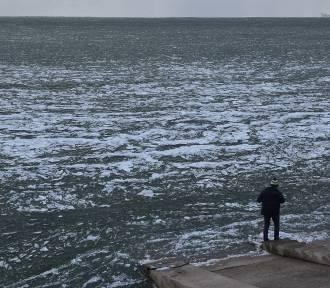Ale widok! Zalew Mietkowski wygląda jak skute lodem morze! (ZDJĘCIA)