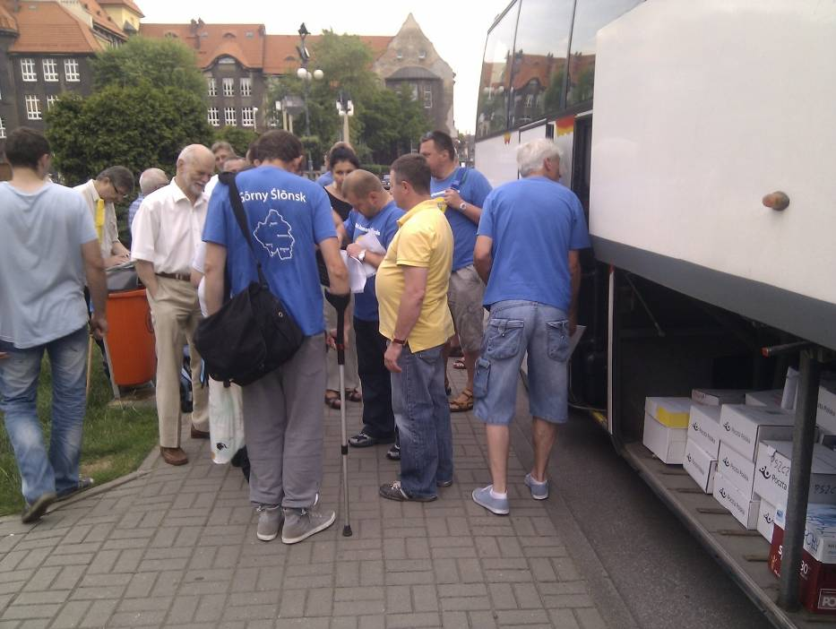 Narodowość śląska - Przedstawiciele RAŚ wiozą podpisy
