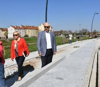 Powstaje bulwar w Legnicy, budowę wizytował prezydent miasta [ZDJĘCIA]