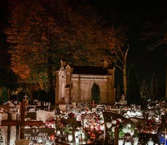 Zobacz zdjęcia sycowskiej nekropolii nocą w dniu Wszystkich Świętych
