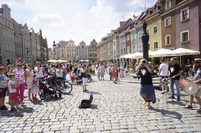 """Dziennikarze """"The Mirror"""" polecają między innymi Stary Rynek w Poznaniu"""