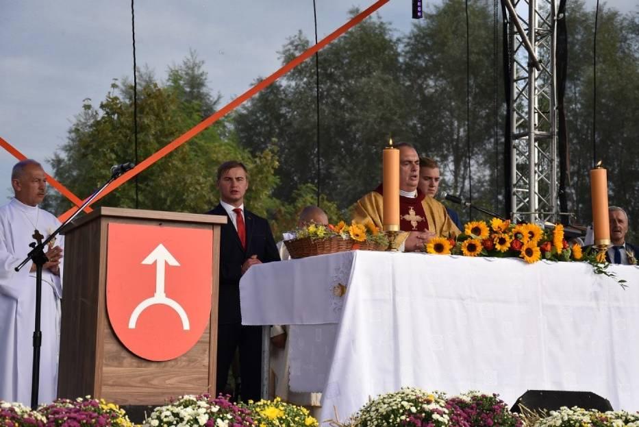 Gmina Nekla podziękowała za plony. Gospodarzem dożynek jest Zasutowo [GALERIA, FILM]