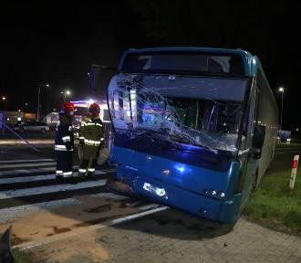 W Starym Widzimiu autobus wjechał w tył samochodu osobowego