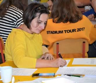Kmiecin. Mieszkańcy wzięli udział w maratonie pisania listów w obronie więźniów sumienia [ZDJĘCIA]