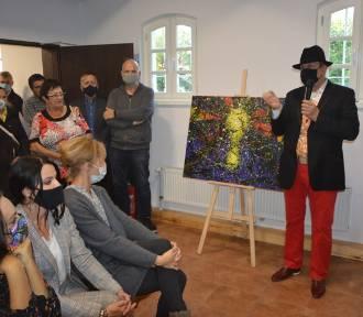 """W Muzeum Kaszubskim otwarto wystawę """"Mistyk na Kaszubach"""" autorstwa Wiesława Grzecha"""