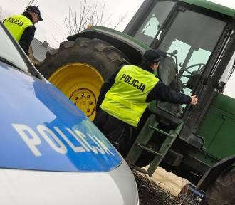 W Rybakach (gm. Maszewo) doszło do wypadku. Kobieta wpadła pod ciągnik
