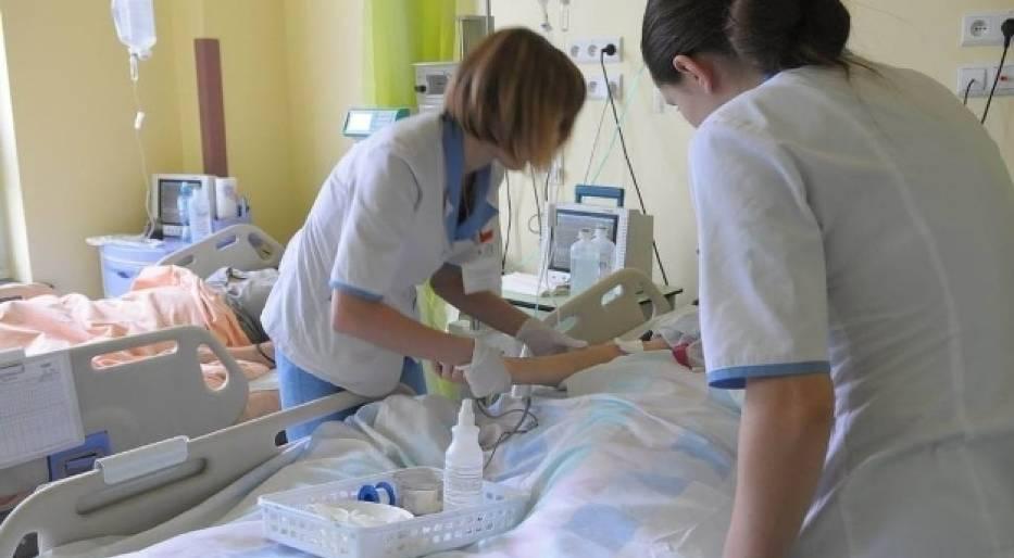 Pielęgniarki mają problem z dotarciem do pracy, ponieważ kursów autobusowych jest coraz mniej