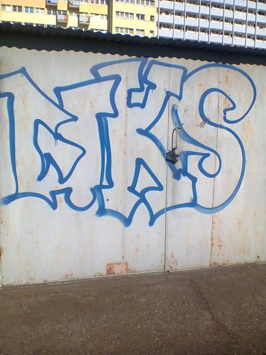 Ściany budynków, garaże, przystankowe wiaty i w wielu innych miejscach, z wolnym miejscem na rysunek - na symbole bydgoskiego Zawiszy można natknąć się niemal w każdym zakątku miasta