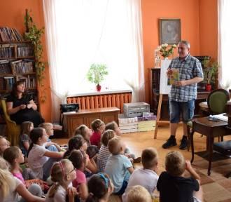 Pruszcz Gdański:Spotkania dzieci z pisarzami podczas drugiego dnia Festiwalu Książki Dziecięcej
