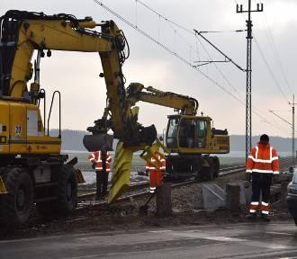 PKP KROTOSZYN-WROCŁAW: Remontują przejazd w Cieszkowie [FOTO+FILM]