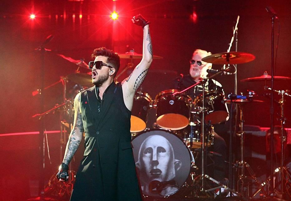 Piosenka została zarejestrowana zdalnie w domowych studiach artystów w Wielkiej Brytanii i Stanach Zjednoczonych