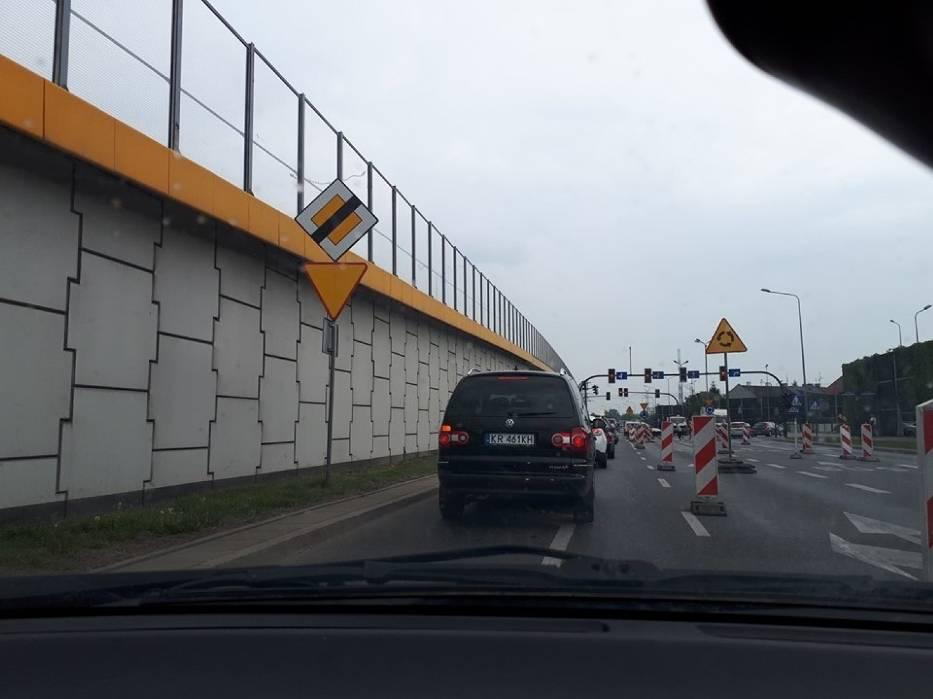 Tymczasowy układ drogowy pod estakadą Kaczmarskiego