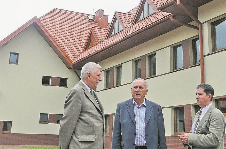 Na siedzibę stacji terenowej w Spale zaadaptowano budynek dawnej szkoły podstawowej