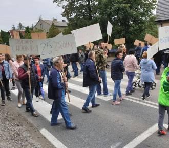 Zakończyła się blokada drogi nr 25 na przejściu dla pieszych w Ose w gminie Międzybórz