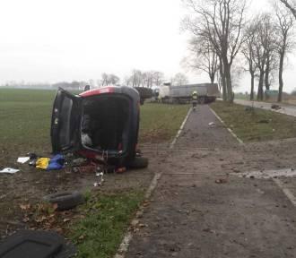Tralewo-Kościeleczki. Samochód osobowy zderzył się z ciężarówką. Po rannego przyleciał śmigłowiec