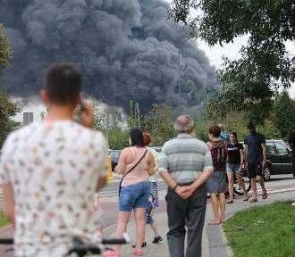 Pożar w Sosnowcu. Słup dymu nad miastem. Płoną pojemniki z nieznaną substancją