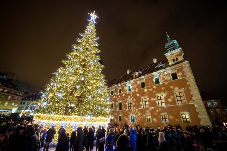 Iluminacja świąteczna i zapalenie choinki