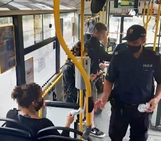Kontrole w autobusach MPK. Policjanci sprawdzali czy pasażerowie mają maseczki