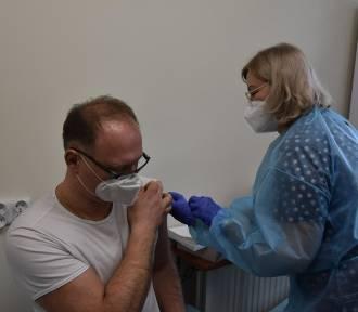 W woj. śląskim przeciwko koronawirusowi zaszczepiono blisko 50 tysięcy osób