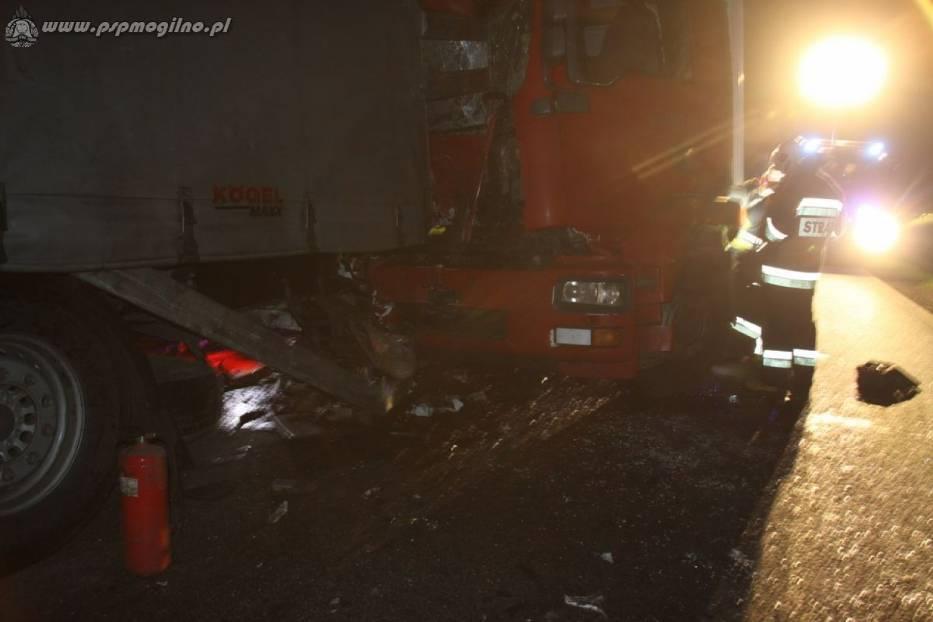 Wypadek samochodów ciężarowych na drodze krajowej nr 15/25 [ZDJĘCIA]