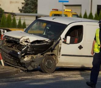 Wypadek w Kaliszu. Zderzenie aut na alei Sikorskiego. Sprawca uciekł. ZDJĘCIA