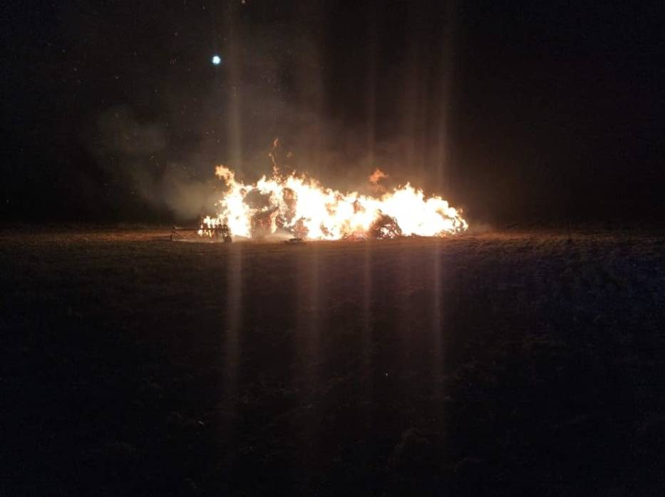 Kolejny pożar stogu siana. Podpalacz nadal nieuchwytny
