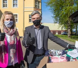 Wolontariusze uszyli już ponad 20 tys. maseczek ochronnych! [ZDJĘCIA]