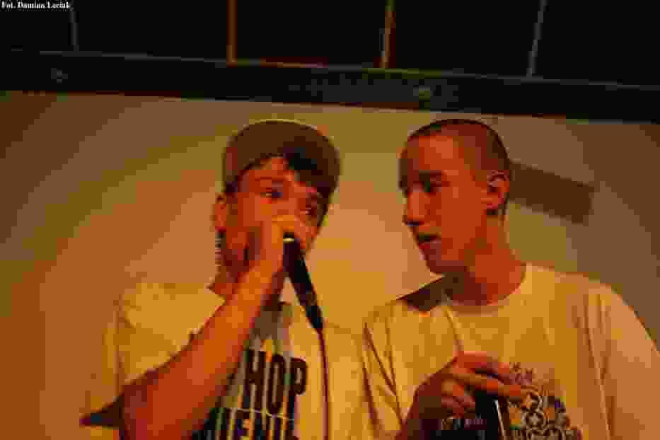Dwóch hip hopowców z zespołu WNR