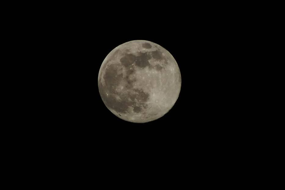 Pełnia Różowego Księżyca na zdjęciach naszych Czytelników