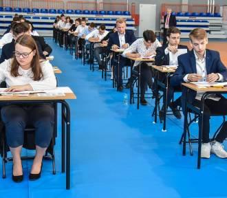 Szamotuły. Trwa egzamin gimnazjalny w Zespole Szkół nr 1. O 12.00 opublikujemy rozwiązania [ZDJĘCIA]