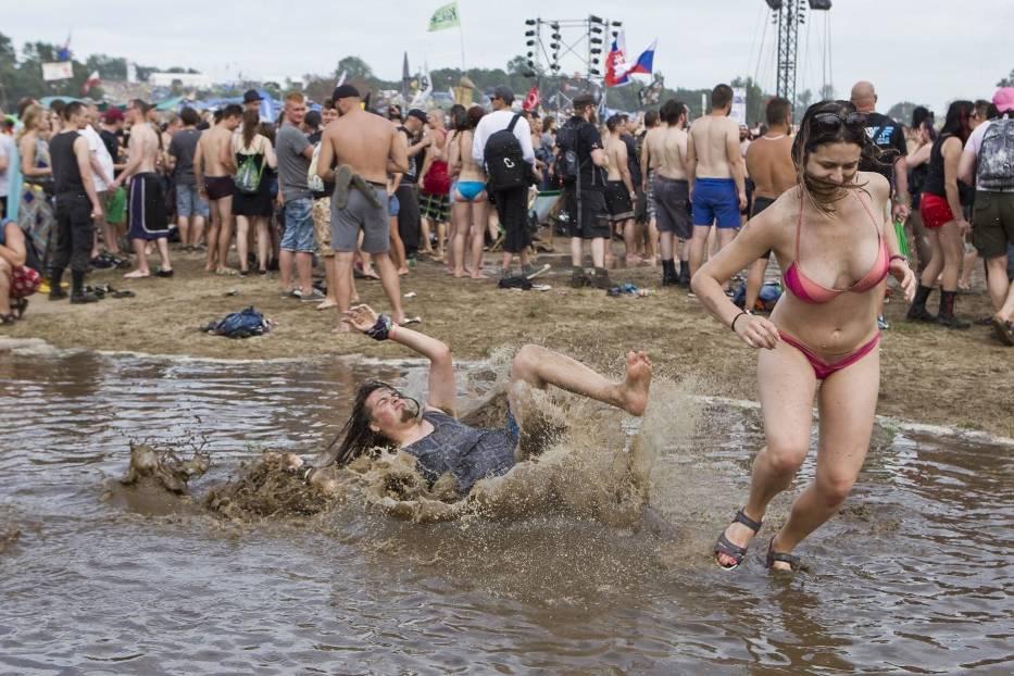 To już tradycja. Kąpiele w błocie i szał pod grzybkiem na Woodstock 2017 [ZDJĘCIA]