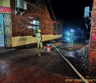 Woda z roztopów trzy razy zalała kamienicę w Dłutowie ZDJĘCIA