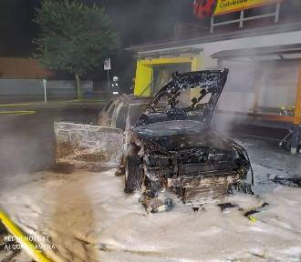 Wysadzili w powietrze bankomat i zniszczyli swoje auto