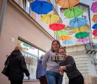 """""""Umbrella sky"""" wróciło na ulicę Piekarską! [ZDJĘCIA]"""