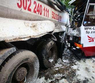 10 rannych w wypadku ciężarówki z tramwajem na Zgierskiej [ZDJĘCIA]