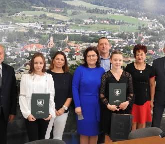 Władze gminy Sierakowice przyznały nagrody dla najlepszych absolwentów