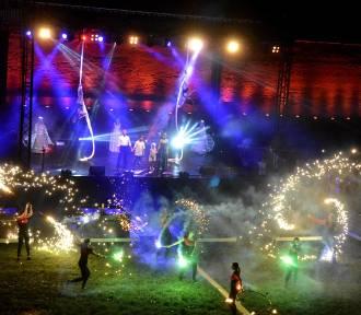 Magic Malbork Night Show 2018 [ZDJĘCIA, WIDEO]. Wieczorny spektakl na wałach von Plauena