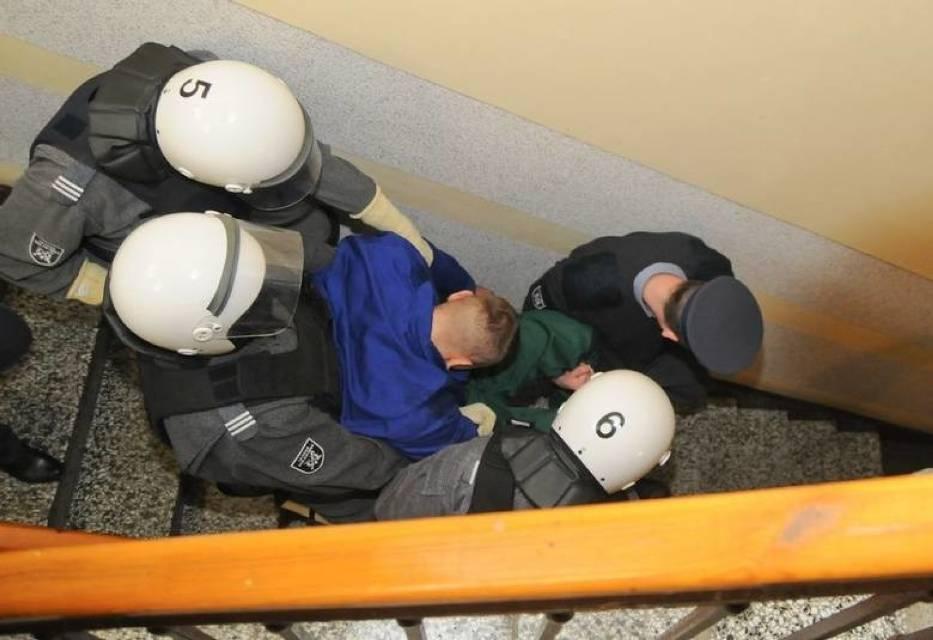 Próba ucieczki aresztowanego z konwoju w Toruniu. Padł strzał