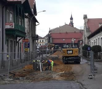 Mieszkańcy ul. Solnej w Bochni skarżą się na trwający o miesiąca remont. Będą odszkodowania?