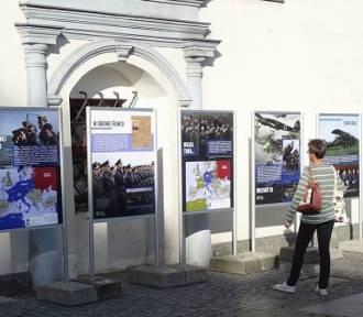 Noc Muzeów w Chełmnie. Obraz Beksińskiego, zwiedzanie aresztu, dwa koncerty. Zdjęcia