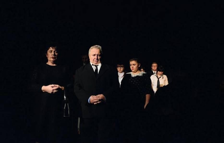 Scena zbiorowa ze spektaklu 'Kopidoł'