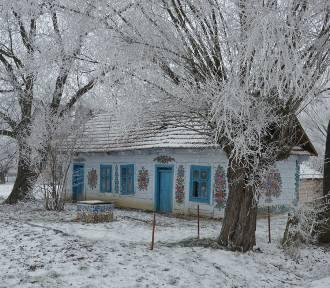 Zalipie w zimowej aurze. Malowana wieś wygląda pięknie! [ZDJĘCIA]