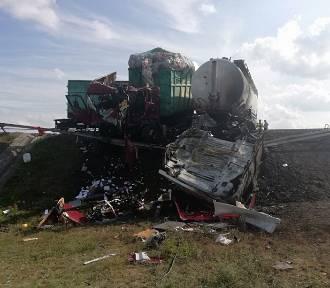 Znamy okoliczności wypadku na drodze krajowej nr 15. Mamy zdjęcia dzień po zdarzeniu