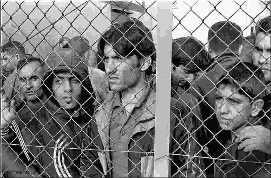 """""""Uchodźcy, osoby ubiegające się o azyl i imigranci w Grecji są narażeni na szereg naruszeń praw człowieka"""""""