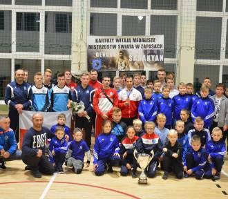 Powrót mistrzów – Gevorg Sahakyan i zawodnicy Cartusii powitani po zawodach  ZDJĘCIA, WIDEO