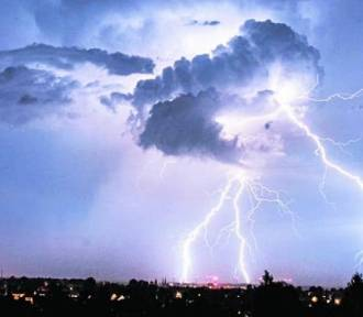 Uwaga. Idą potężne burze na Dolny Śląsk. Zagrożony Wałbrzych, Świdnica, Kłodzko... i reszta regionu