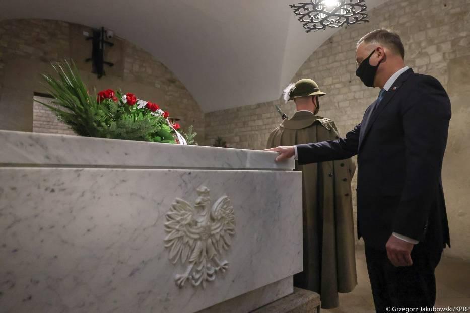 Prezydent Andrzej Duda na obchodach 11